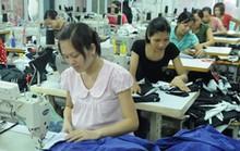 Vẫn quyết giảm lương hưu của lao động nữ?
