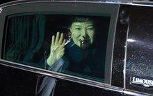 Rời Nhà Xanh, bà Park Geun-hye đối mặt với thẩm vấn