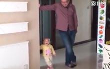 Video: Cậu bé nhí nhố bắt chước bố thu hút hàng nghìn lượt xem