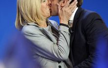 Pháp: Ông Macron và mối tình với cô giáo hơn 25 tuổi