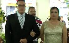 Vác súng xông vào đám cưới báo thù