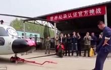 Võ sư dùng chỗ hiểm kéo trực thăng quân sự hạng nặng