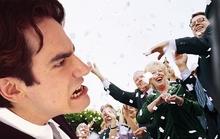 Chú rể từ mặt bạn thân vì bị cướp diễn đàn ngay trong tiệc cưới