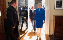 Bà Theresa May đang là con tin  ở Downing Street