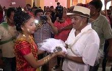 Mexico: Thị trưởng cưới cô dâu cá sấu để cầu may