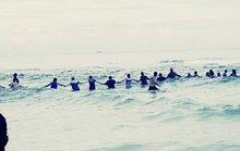 80 người kết hàng rào sống cứu gia đình gặp nạn trên biển