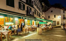 Chuyện ngủ trưa nhiều và ăn tối muộn ở Tây Ban Nha