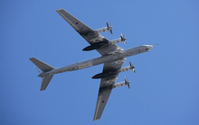 Chiến đấu cơ Nhật, Mỹ ngăn chặn máy bay ném bom Nga