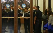 Đi làm nghĩa vụ dân sự, ông Obama được chào đón nồng nhiệt
