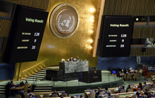 Hơn 120 quốc gia bất chấp đe dọa cắt viện trợ của ông Donald Trump
