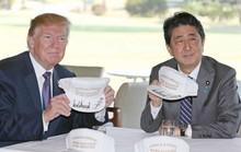 Thủ tướng Shinzo Abe tặng gì cho Tổng thống Donald Trump?