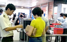 Thiếu nữ 14 tuổi mượn CMND của chị để đi máy bay vào Cần Thơ