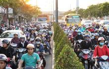 Đường Phạm Văn Đồng kẹt xe từ trưa đến tối