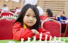 NutiFood trao thưởng nóng cho kỳ thủ nhí Cẩm Hiền