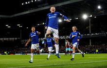 Rooney lập hat-trick, gieo sầu thầy cũ Moyes