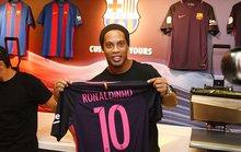 Ronaldinho ký hợp đồng mới với Barcelona