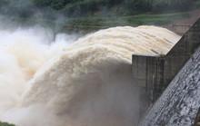 Bom nước chực chờ gây họa miền Trung