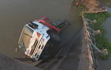 Xe tải 19 tấn làm sập cầu có tải trọng 5 tấn