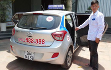 Trần tình của tài xế taxi mở bung 2 cửa xe phóng trên đường