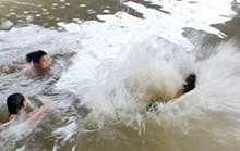4 học sinh mất tích trên sông Ba