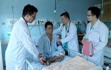 Hai bệnh viện cứu sống người đàn ông nước ngoài