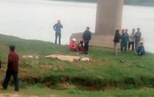 Ô tô tông xe máy, 4 người trong gia đình thương vong