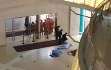 Trung Quốc: Đánh rơi 2 con từ tầng 4 siêu thị