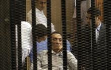 Cựu Tổng thống Ai Cập Hosni Mubarak ra tù