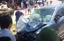 Đứng bên đường, 3 người bị xế hộp tông thương vong