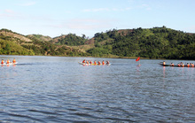 Hàng ngàn người lên Lâm Đồng xem đua thuyền