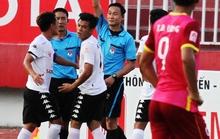 Trọng tài Lập quên thủ môn Trường An, nhưng sẽ nhớ Quang Thanh?