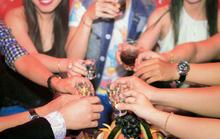 Bán rượu cho người dưới 18 tuổi: Biết cấm nhưng phải từ từ!