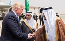 Quốc vương Ả Rập Saudi ra tận sân bay đón ông Trump