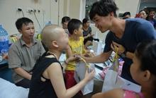 Công Phượng và đồng đội mang Tết Trung thu tới bệnh nhi nghèo