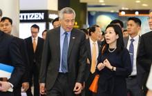 Vợ chồng Thủ tướng Lý Hiển Long dạo chơi trung tâm thương mại