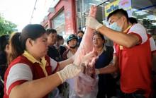 Chen nhau mua thịt heo cực rẻ 25.500 đồng/kg