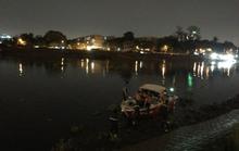 Nhiều giờ lặn tìm nạn nhân nghi rớt sông Sài Gòn