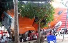 Xe đầu kéo bay vào quán cà phê, 1 người bị thương nặng