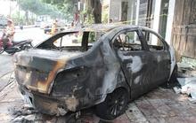 Cuồng ghen, đổ xăng đốt cháy rụi ô tô của người tình