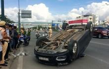 Tài xế hoảng loạn bò khỏi ô tô trên đường Phạm Văn Đồng
