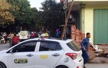 Triệu tập chủ nhà, thợ xây vụ thanh sắt rơi đâm chết người trong xe taxi
