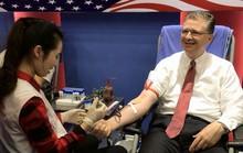 Tân Đại sứ Mỹ tại Việt Nam hiến máu Trao tặng quà Tết