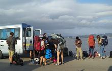 Lệnh cấm vừa ban, Hải Phòng lại mở để ô tô trên 12 chỗ sang đảo Cát Bà
