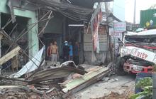 TP HCM: Xe container ủi sập hàng loạt nhà dân ở Bình Chánh