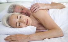 Nhịn nước vì sợ tiểu đêm, dễ… đột quỵ?