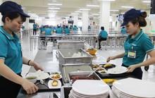 Công nhân cần có bữa ăn giữa ca ngon, đủ chất