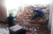 Không có giấy phép vẫn ngang nhiên tháo dỡ công trình gây sập tường nhà dân