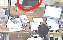 Vào ngân hàng rồi cầm nhầm điện thoại trị giá 20 triệu đồng của khách hàng?