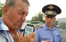 Ở nước ngoài, say rượu lái xe là trảm ngay không nương tay!