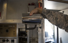 Không quân Mỹ ú ớ về ly nóng ngàn USD